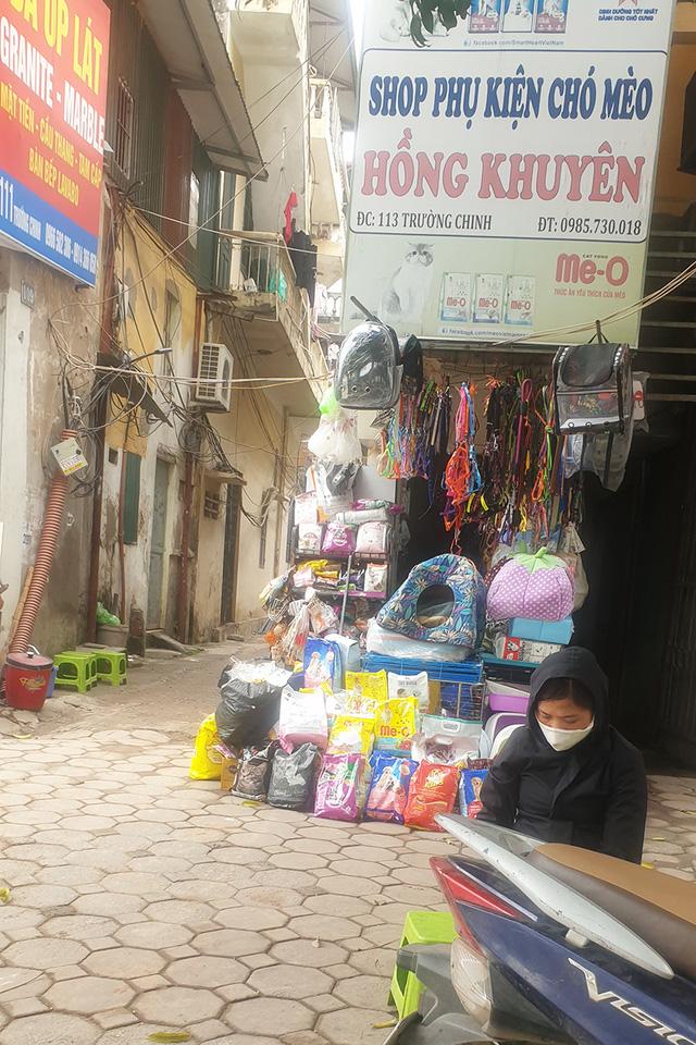 nhung-cua-hang-sieu-mong-sieu-hep-cuc-ky-di-tren-duong-truong-chinh