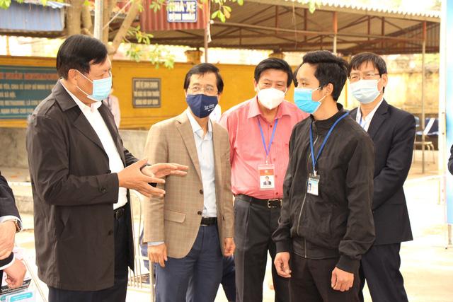 suc-khoe-nhung-nguoi-duoc-tiem-vaccine-covid-19-dau-tien-o-tam-dich-hai-duong-hien-ra-sao