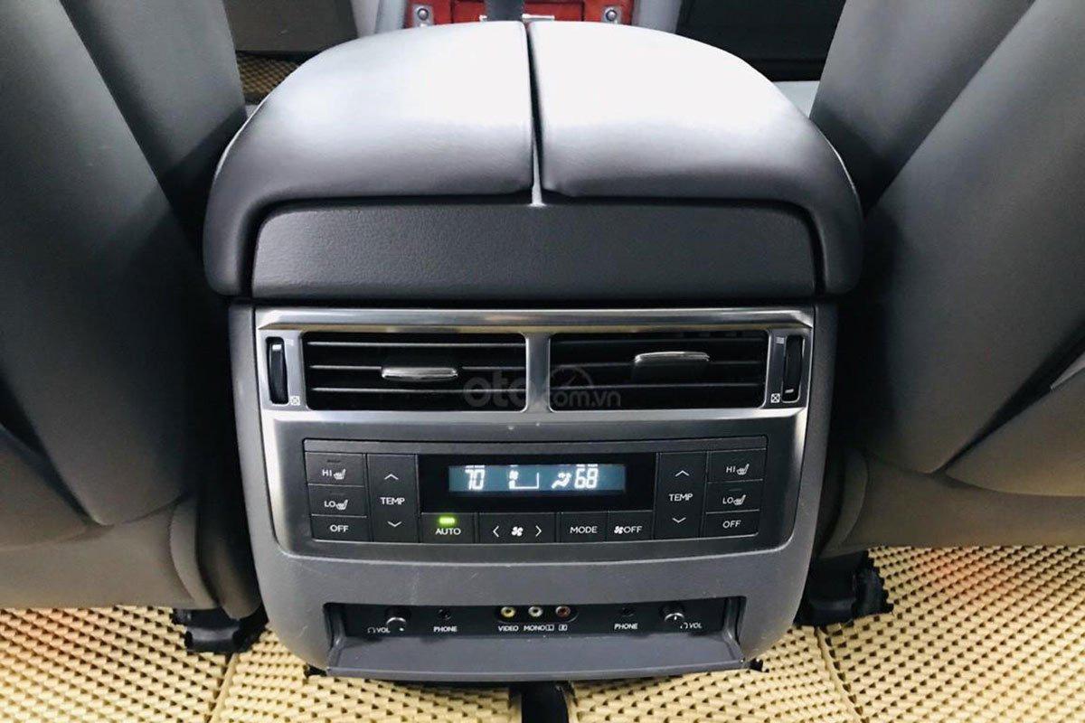 Cửa gió điều hòa cho hàng ghế thứ hai trên xe Lexus LX 570 2008 1
