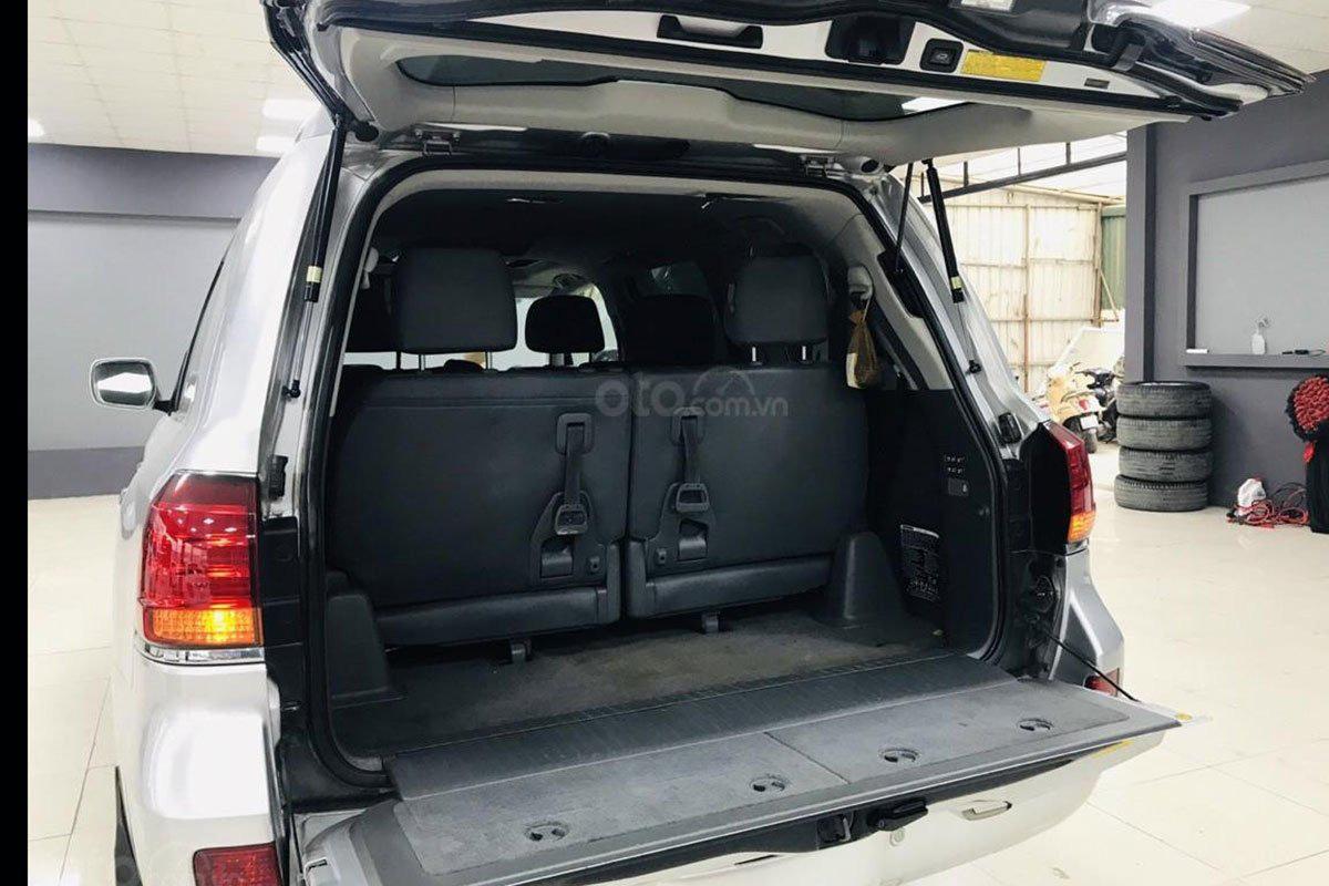 Không gian chứa đồ trên xe Lexus LX 570 2008 1