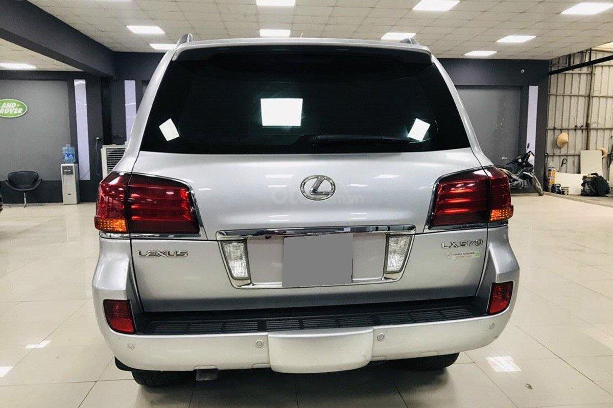 Thiết kế đuôi xe Lexus LX 570 2008 a1