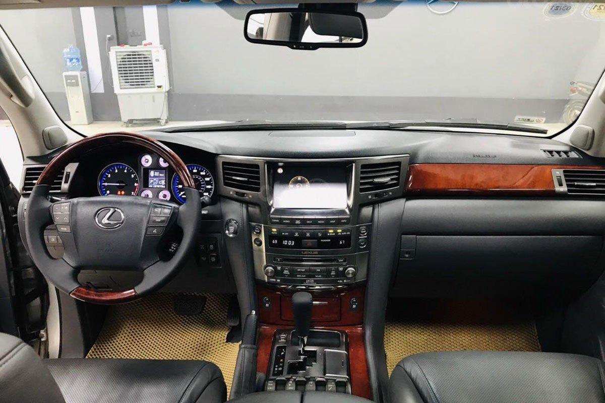Khoang cabin xe Lexus LX 570 2008 1