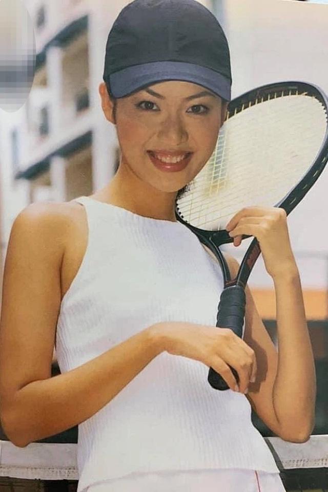 he-lo-gia-the-khung-dong-doi-quyen-quy-cua-cac-hoa-hau-viet600