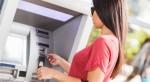 Những ngân hàng nào đang miễn phí rút tiền qua ATM?
