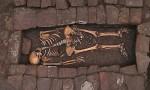 Bí ẩn thai phụ đã chết vẫn sinh con trong ngôi mộ 1.300 năm
