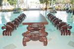 Bộ bàn ghế hình cua nặng hàng tấn, giá 2 tỷ đồng của đại gia Sóc Trăng 'độc' cỡ nào