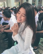 Nữ sinh Sài Gòn với vóc dáng gợi cảm được báo Hàn gọi là