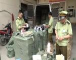 Lạng Sơn: Bắt giữ một lượng lớn giày dép giả và mỹ phẩm nhập lậu
