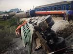 Thanh Hoá: Tai nạn tàu hoả kinh hoàng trong đêm, ít nhất 2 người chết