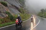 Kỹ năng di chuyển trên đường an toàn trong mùa mưa
