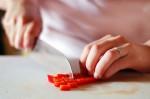 Sơ cứu khi bị bỏng ớt, hạn chế tối đa cảm giác bỏng rát và đau đớn bằng cách nào?