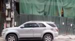 Thêm vụ thanh sắt rơi từ công trình ở Hà Nội xuyên thủng ô tô