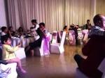 Đám cưới ngày bão: Hội trường thành bể bơi, cô dâu xách váy đến đầu gối còn quan khách vừa ăn cỗ vừa ngâm chân