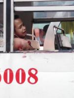 Thanh niên đau đớn mất cánh tay chỉ vì thói quen mà rất nhiều người mắc phải khi đi xe buýt