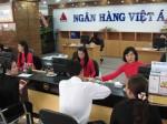 ngan-hang-khong-co-may-atm-phai-dong-phi-8-000-dong-giao-dich
