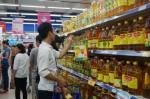 Sau Tết Dương lịch, siêu thị vẫn hút khách với chương trình