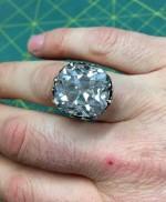 Người phụ nữ đổi đời sau 1 đêm nhờ chiếc nhẫn cũ mua ở hội chợ 33 năm trước