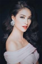 Phạm Hương đăng ảnh khoe nhẫn kim cương, bất ngờ xác nhận đã đính hôn