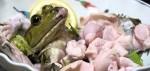 Sashimi ếch và sinh tố ếch sống thách thức sự can đảm của thực khách