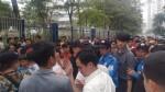 Hỗn loạn, tranh cướp phiếu để làm thủ tục xin visa Hàn Quốc
