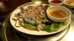 Thực khách rùng mình khi thưởng thức món bạch tuộc sống ngoe nguẩy trong miệng