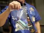 Lý do du khách không được mang quá 100 ml chất lỏng lên máy bay