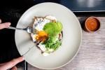 Nghịch lý nhà hàng sang trọng - đồ ăn vừa nhỏ lại đắt đỏ