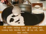 Để làm bánh cuốn bằng chảo chống dính hoàn hảo, nhất định phải tránh 5 sai lầm này
