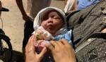 Vụ bé gái sơ sinh bị bỏ rơi trong thùng rác ở Hà Nội: Mảnh giấy để lại có nội dung gì?