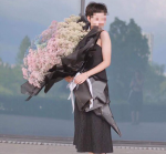Mốt tặng hoa