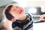 Muốn con trai lớn lên thành người mạnh mẽ nhưng rất nhiều bố mẹ lại nói 3 câu tối kỵ này khiến con khiếm khuyết về tính cách và tâm lý