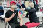 Nhật Tinh Anh tiêm vaccine Covid-19