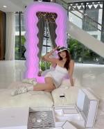 Gương giống của Ngọc Trinh trên chợ mạng có giá chỉ hơn 6 triệu/chiếc