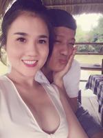 """Chị gái Ngọc Trinh """"chèn ép"""" ngực khủng, tình tứ bên Trường Giang"""