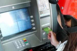 Cảnh báo chiêu 'hơi thở của quỷ' nhằm vào người rút tiền ở cây ATM