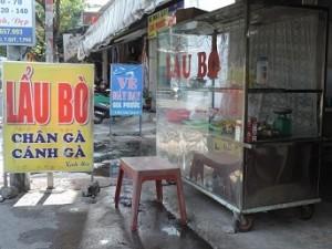 """Kì lạ quán """"Lẩu bò nghĩa địa"""" ở Sài thành"""