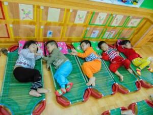 Bé 5 tuổi tử vong khi ngủ vì sai lầm thường gặp của người lớn