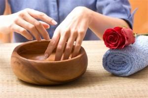 6 cách tẩy móng tay sạch sẽ không cần aceton
