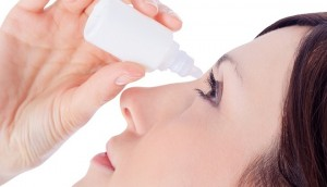 8 sai lầm nguy hiểm nhưng rất phổ biến khi dùng thuốc nhỏ mắt