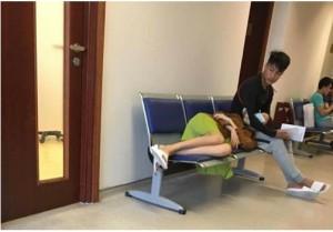 HOT: Mạc Hồng Quân đưa Kỳ Hân vào viện khám thai