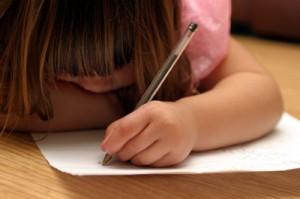 6 lý do trẻ thuận tay trái là những em bé có cuộc sống sung sướng sau này