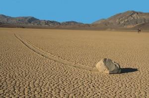 Bí mật kỳ lạ nhất hành tinh về những hòn đá 'biết đi' tại Mỹ