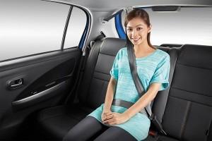 Từ 1/1/2018, người ngồi ghế sau ô tô không thắt dây an toàn sẽ bị xử phạt