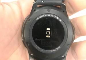 Đồng hồ Samsung Gear S3 Frontier R760 bung ốc vít, bị từ chối bảo hành
