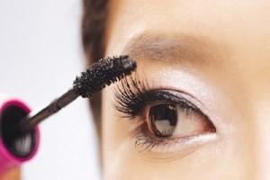 Những 'bí mật kinh hoàng' về sự nguy hại của chuốt mascara đối với sức khỏe