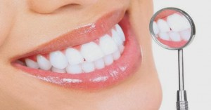 Trắng răng cực nhanh chỉ bằng cách sử dụng lô hội