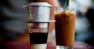 Chỉ cần 2 ly nước là kiểm tra nhanh được cà phê nguyên chất hay có độc chất