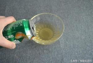 Cô gái đổ muối vào lon bia thừa, không ngờ