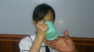 Cô giáo lớp 3 bắt học sinh súc miệng bằng nước vắt giẻ lau bảng