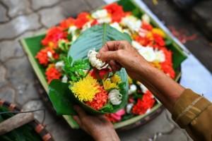 Dâng cúng những loài hoa tươi đẹp này khi vào lễ chùa mới được nhiều phúc báu?